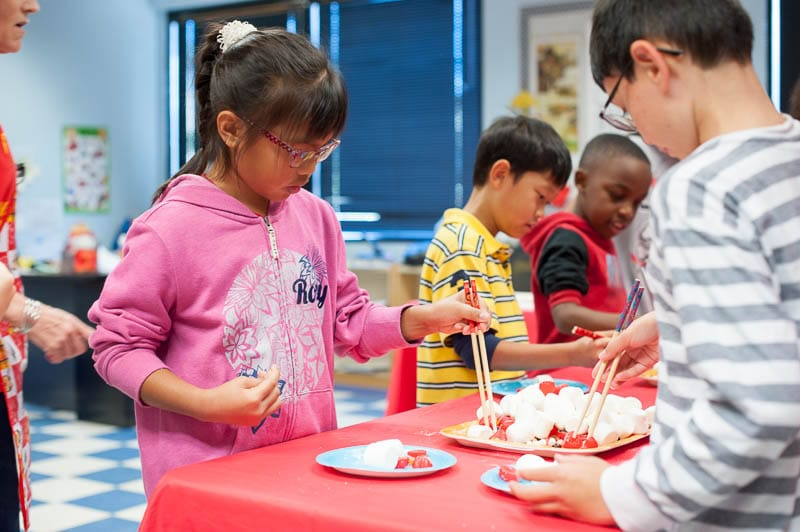 Mandarin students compete in chopstick contest