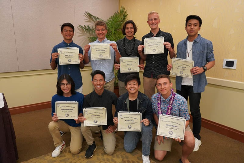 Boysʻ varsity volleyball team with certificates