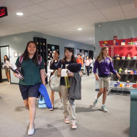 campus-students-hallway