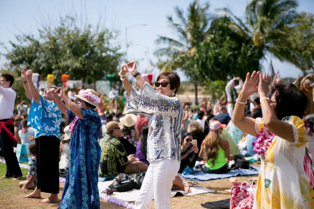 kupuna dancing hula