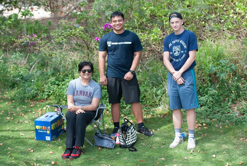 Volunteers at the tee.