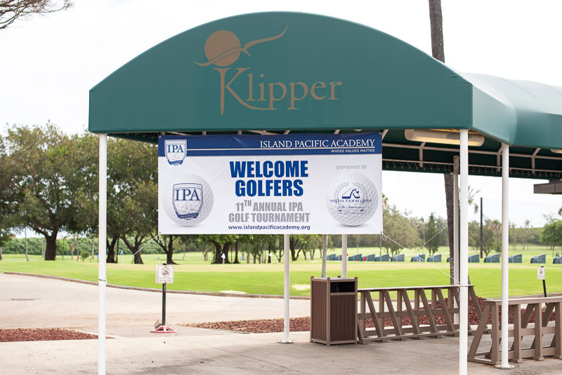 Banner welcoming golfers to tournament