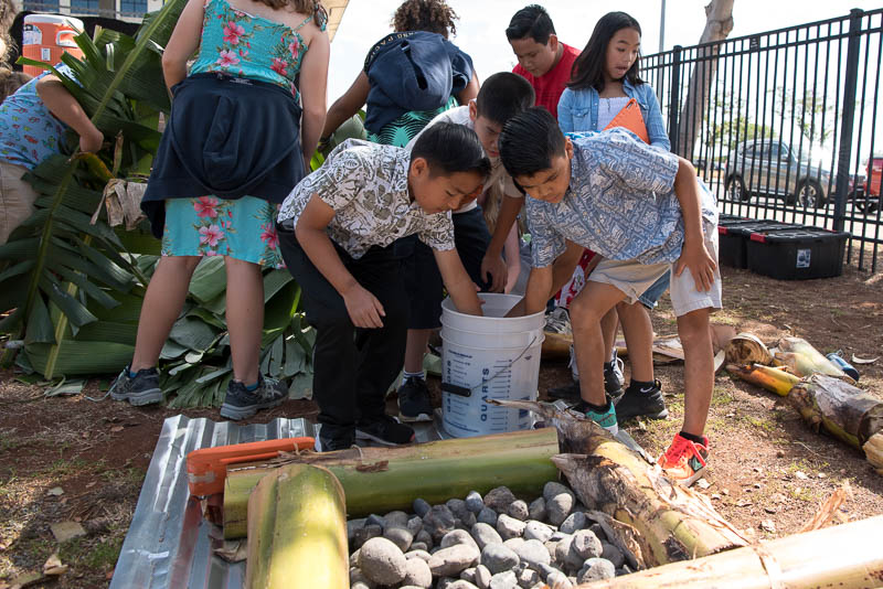 Grade 4 students help to build the umu