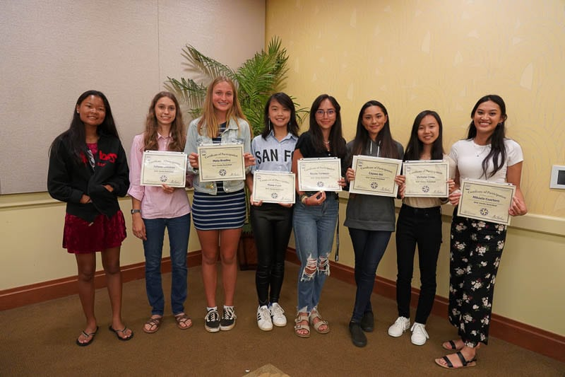 Girlsʻ varsity basketball team with certificates