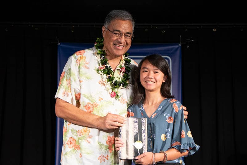 Fionna Yuan '20 receives Harvard Book Award from Mufi Hannemann
