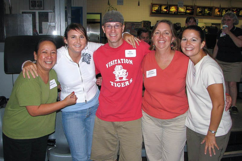 Momi Kuahiwinui (left) having fun bowling with IPA faculty and staff in 2007 (including fellow kindergarten teacher Rebecca Rudder, right).